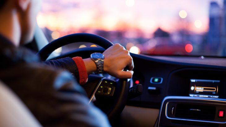 車の車幅間隔をつかむ方法